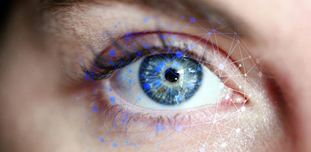 Œil avec un maillage en réseau pour montrer l'interaction entre le casque et l'œil humain.